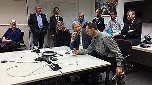 In einem Nebenzimmer des Col-CC läuft die Videokonferenz mit Astronaut Volkov
