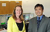 Passenderweise traf Koichi Wakata bei seinem Besuch am Kolumbus%2dKontollzenrum (Col%2dCC) die momentan leitende Flugdirektorin Libby Jackson