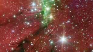 Für diese Abbildung wurden die Magnetfelder mit einem Bild der NASA%2dMission Spitzer überlagert und als Linien dargestellt.