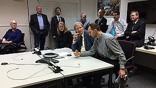In einem Nebenzimmer des Col%2dCC läuft die Videokonferenz mit Astronaut Volkov