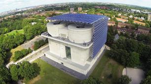 Beispiel für solares Heizen in Deutschland: Energiebunker in Wilhelmsburg