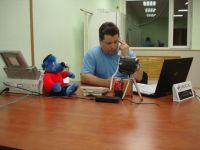 Zum ersten Telefonat noch fast allein am Arbeitsplatz