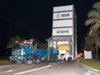 Der Transporter bringt die Satelliten zum Weltraumbahnhof