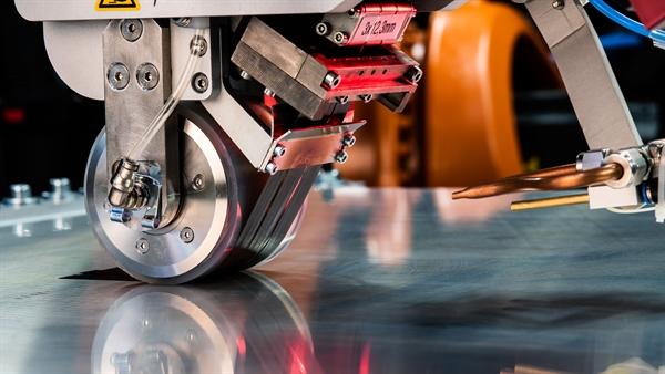 Robotergestützte Tapelegemaschine