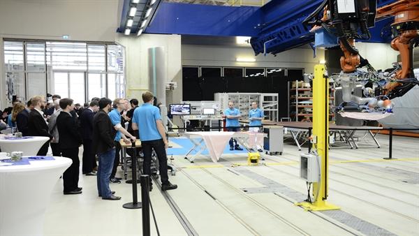 Kooperierende Roboter beim Bauweisenkolloquium