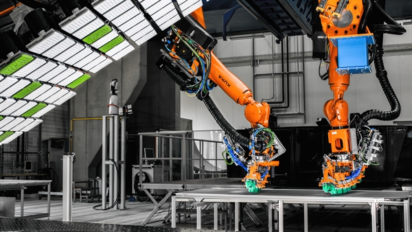 Cooperating robots for the production of CFRP components.