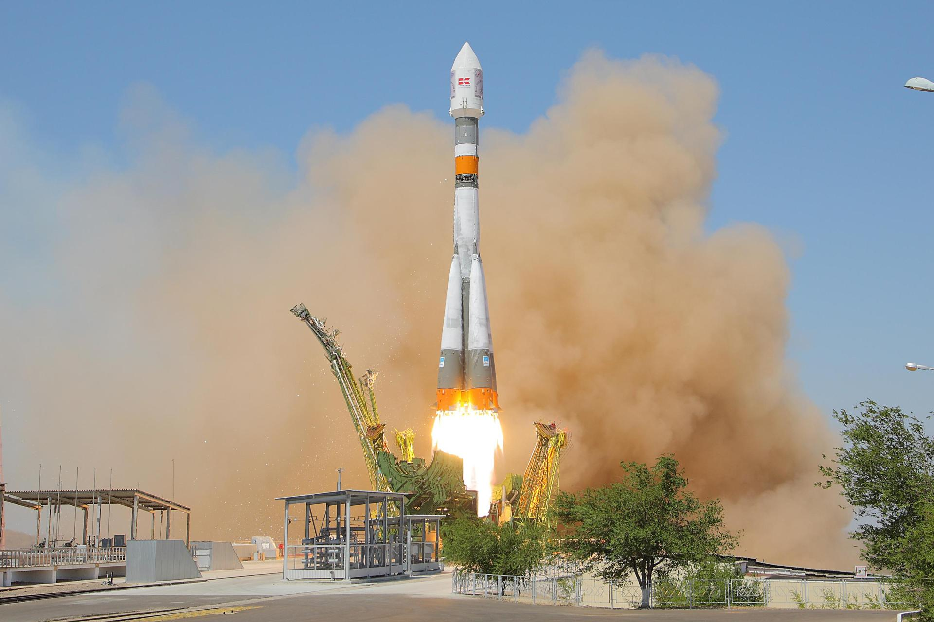 The Soyuz launch vehicle carrying TET-1 after launch on 22 July 2012