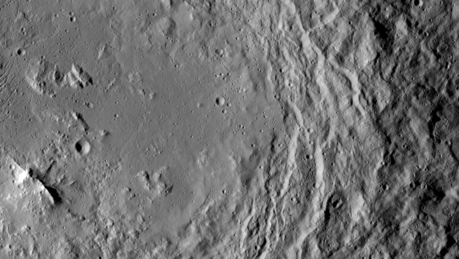 Chain of mountains in Urvara crater