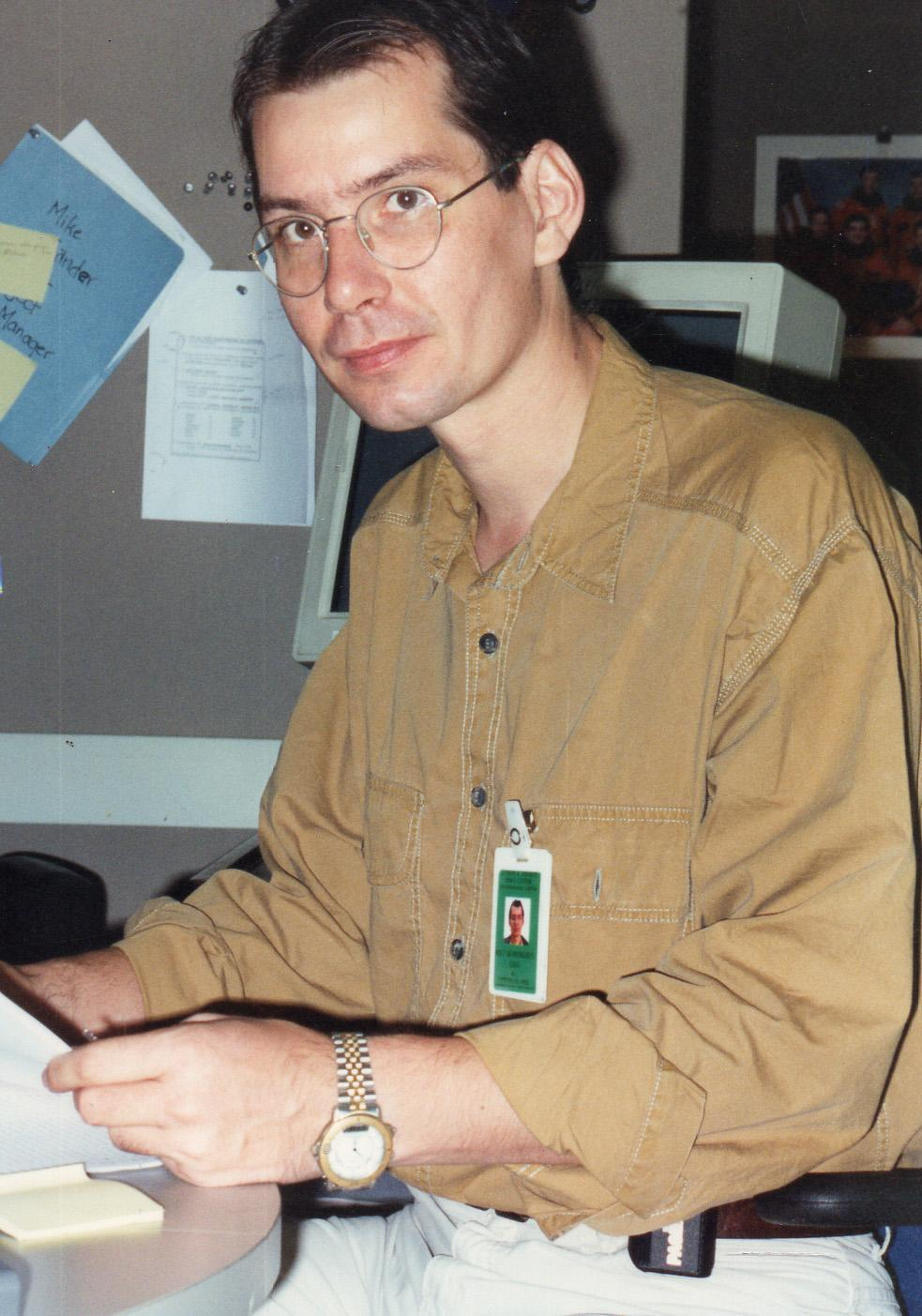 Rolf Werninghaus in the Customer Support Room in Houston during a 1994 SIR-C/X-SAR mission