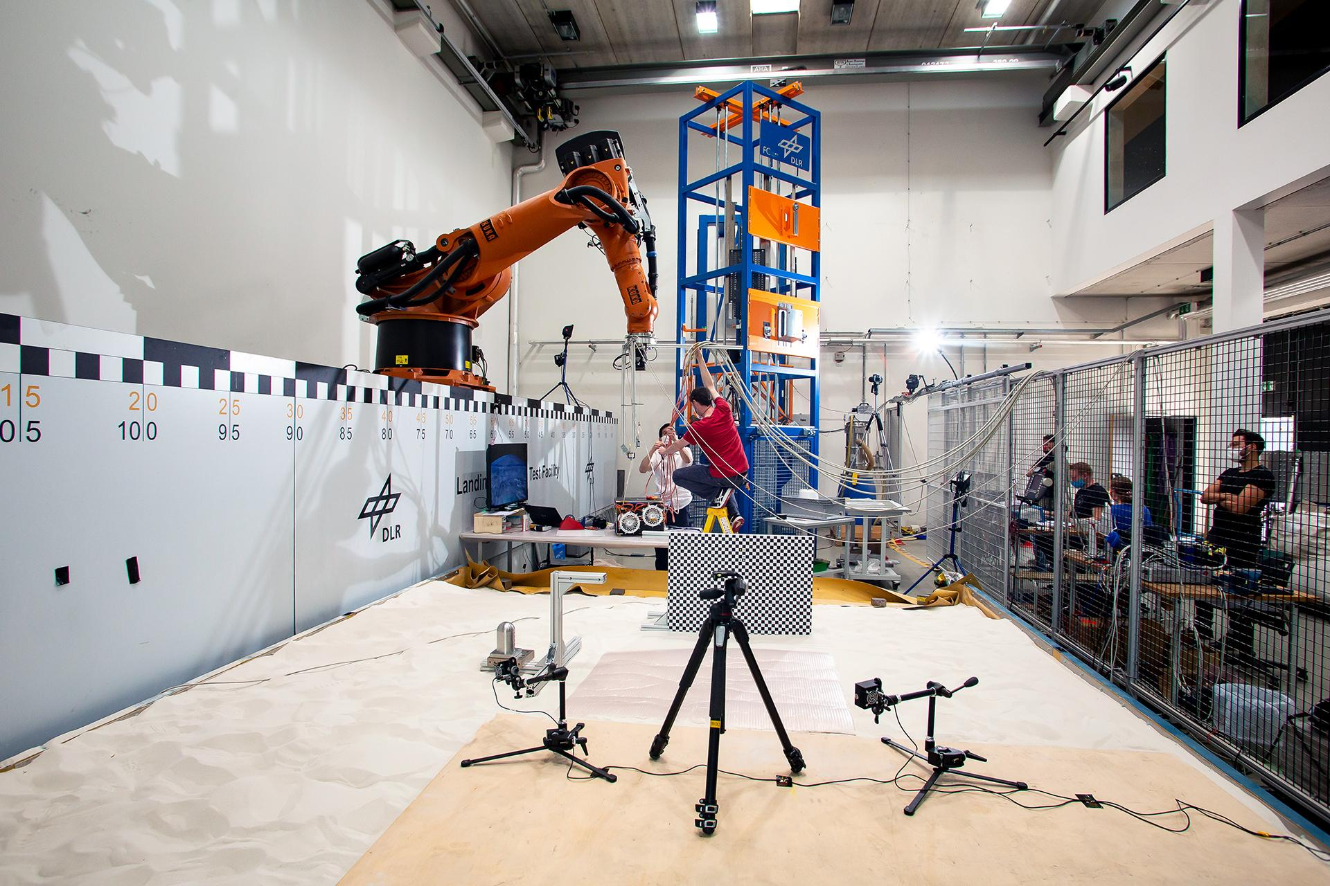 Drop tests in the DLR Landing and Mobility Test Facility