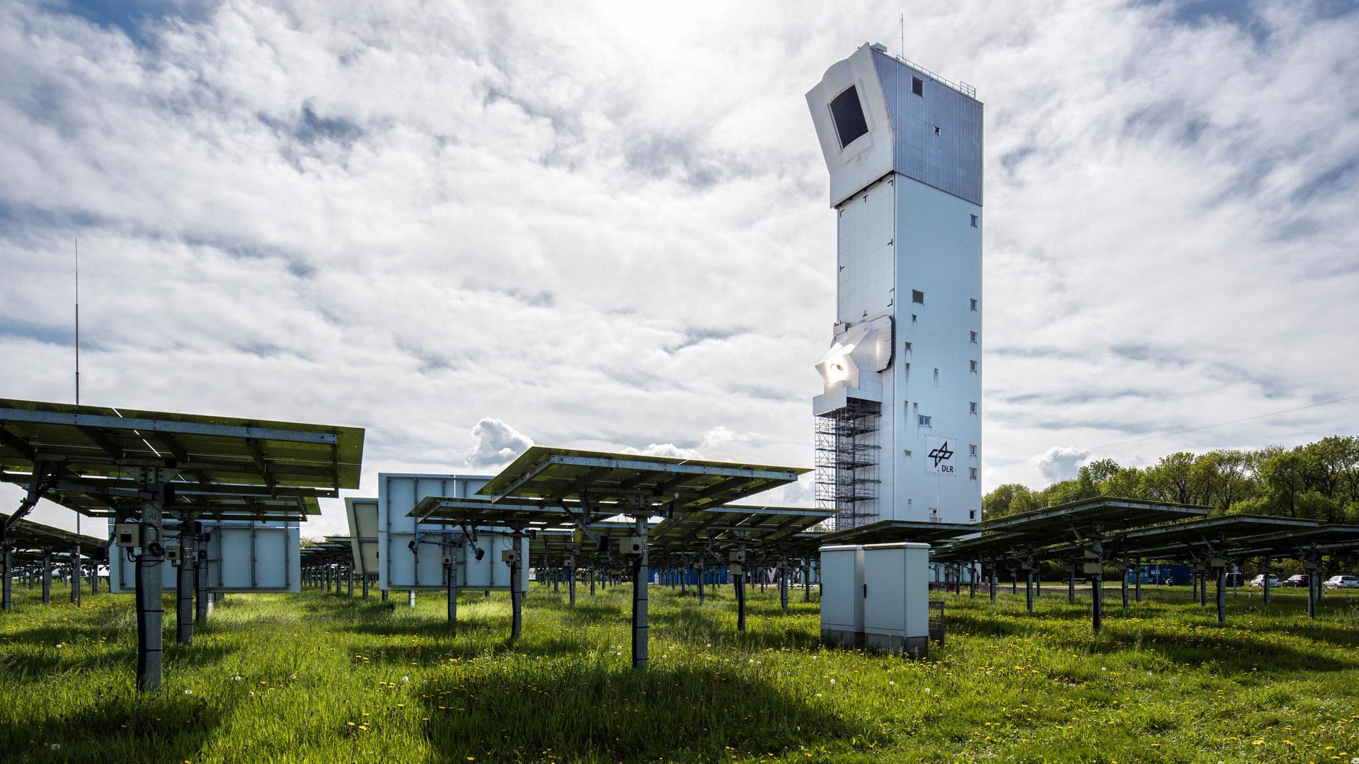 Novel radiation receiver mounted on the research level of the Jülich solar tower