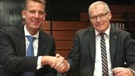 Rolf Henke, DLR-Luftfahrtvorstand, und Jean-Brice Dumont, Airbus
