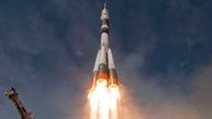 Titelbild des DLRmagazins 158: Start der Sojus-Rakete mit ESA-Astronaut Gerst