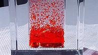 Plexiglaswürfel mit dem Wasser%2dÖl%2dGemisch