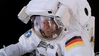 Thomas Reiter während seines Außenbordeinsatzes am 3. August 2006