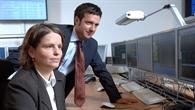Jung, locker, verantwortungsvoll - Edith Maurer und Alessandro Codazzi steuern den Radarsatelliten TerraSAR-X
