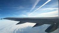 Kondensstreifen%2dZirren treten häufig in Reiseflughöhe auf, zwischen acht und dreizehn Kilometern Höhe
