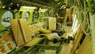 Aufwändige Umbauarbeiten im Innenraum des Forschungsflugzeugs HALO