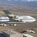 SOFIA über der NASA Dryden Aircraft Operations Facility in Palmdale