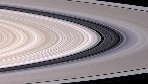 Saturns Ringe in natürlichen Farben