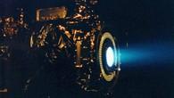 Das Ionentriebwerk der Dawn%2dSonde während eines Testlaufs