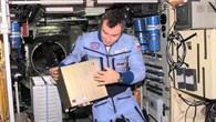 Uhren von der ISS aus synchronisieren