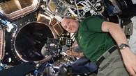 ESA%2dAstronaut André Kuipers mit der NightPod%2dKameratechnik