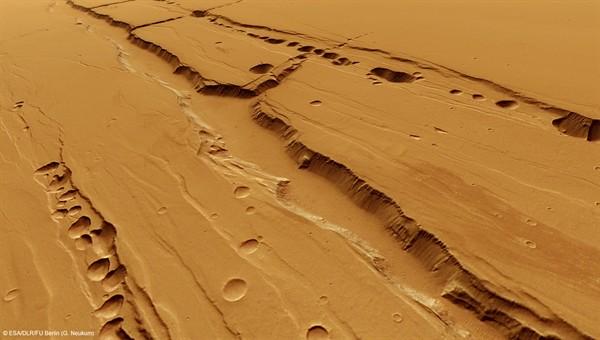 Perspektivische Ansicht von Tractus Catena (Foto: DLR)