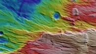 Topographische Bildkarte von Claritas Rupes
