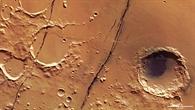 Cerberus Fossae: Tausend Kilometer lange, junge tektonische Brüche auf dem Mars