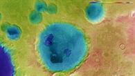 Falschfarbendarstellung der Topographie des Kraters Neukum