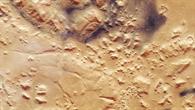 Der Übergang von Hoch%2d zu Tiefland bei Nili Fossae auf dem Mars