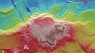 Falschfarbendarstellung der Topographie der Sirenum Fossae