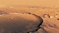Perspektivischer Blick in einen alten Krater mit dunkler Färbung in Terra Cimmeria