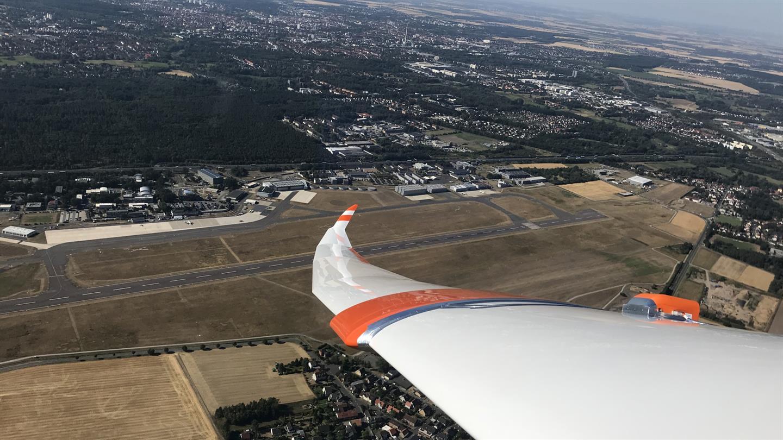 Kleiner Sensor, große Last – DLR testet neues Verfahren zur Bestimmung von Lasten auf Flugzeugbauteile