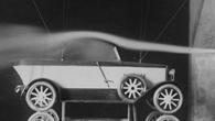 Rauchströmung über einem Automodell, 1921