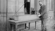 Ludwig Prandtl vor dem Wasserversuchskanal