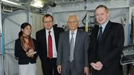 Yoko Shinohe, Prof. Johann%2dDietrich Wörner, Dr. Keiji Tachikawa und Frank de Winne (v. l. n. r.) im Nachbau des Columbus%2dLabors.