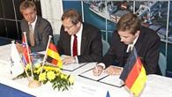 Die Zusammenarbeit zwischen dem DLR und der NMA wird besiegelt.