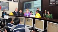 Warnzentrum Jakarta: Bundeskanzlerin Angela Merkel vor dem Entscheidungsunterstützungssystem (DSS)
