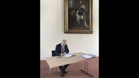 Unterzeichnung durch DLR%2dVorstandsmitglied Prof. Henke