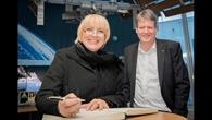 Deutsches Raumfahrtkontrollzentrum: Eintrag ins Gästebuch