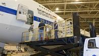 Erster Einbau des deutschen Instruments GREAT in die fliegende Sternwarte SOFIA