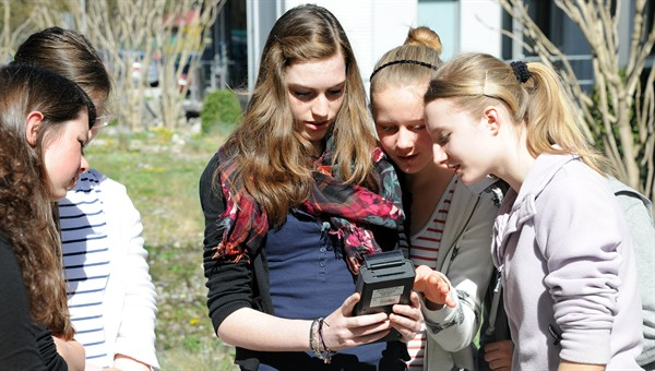 High%2dTech%2dExperimente zum Girls'Day in Oberpfaffenhofen