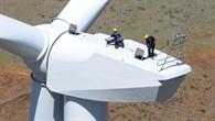 Repower: Servicetechniker auf einer Windkraft%2dAnlage