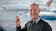 Mit einem Blatt Papier zum Titel: DLR-Luftfahrtforscher Kai Wicke