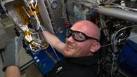 Alexander Gerst am Schmelzofen auf der internationalen Raumstation ISS