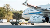 Forschungsflugzeug ATRA vor Treibstofftanks