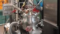 Fertig für die ersten Versuche: Ofen eingebaut am Teilchenbeschleuniger