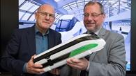 Joachim Winter mit dem baden%2dwürttembergischen Verkehrsminister Winfried Hermann